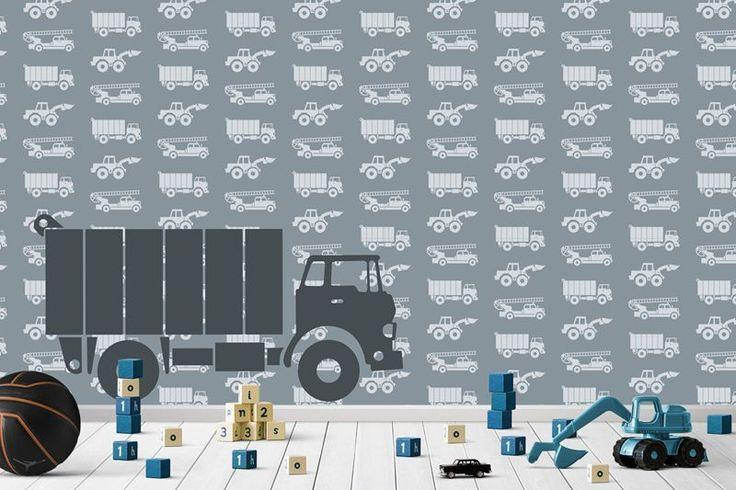 Een mural voor kleine vrachtwagenchauffeurs! Deze gepersonaliseerde behangposter heeft als achtergrond een patroon van brandweerauto's, graafmachines en vrachtwagens. Op de voorgrond van het behang staat een vrachtauto waarop de letters van de naam staan.