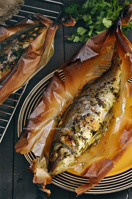 Запечённый сибас и тыква запечённая с Фетой. Вкусная, нежная и ароматная рыбка, в маринаде из петрушки и кинзы. Запекается в духовке в пергаментной бумаге. Если в конце запекания включить верхний гриль,…