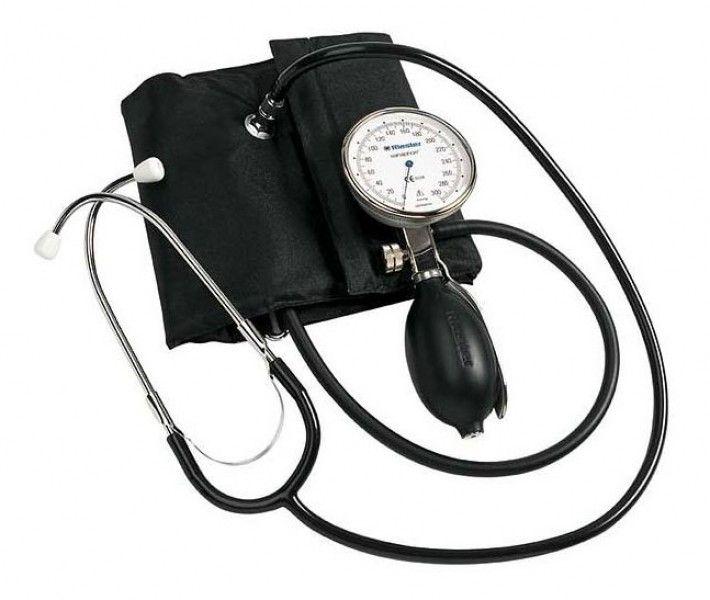 El esfigmomanómetro es el aparato que mide la tensión arterial, se suele colocar en el brazo.