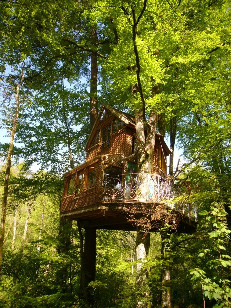 Location insolite en Creuse sur un site éco-responsable. Pour en savoir + : http://www.ikinat.com/cabane-dans-les-arbres/eco-source-arboricole-location-insolite-creuse