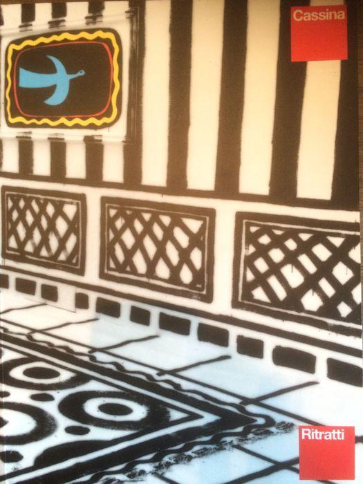 Cassina, Ritratti Een uitzonderlijk boek met prachtige beelden. grafisch ontwerp door Italo Lupi redactionele coördinatie van Margaret Motto tekst inleiding door Stefano Casciani,  jaar: 1994  Taal: Frans, duits, italiaans, engels  148 ongenummerde pagina's met veel illustraties - afmeting 24 x 32 cm   in zeer goede staat