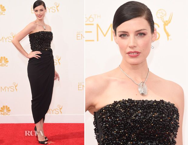 Jessica Pare wearing Fred Leighton Jewlery – 2014 Emmy Awards Jessica Paré 1950's Diamond Swirl Pendant Necklace, in platinum  Round Brilliant Diamond Stud Earrings, each approx. 2.0 carats  Art Deco Old European Diamond and Onyx Ring, in platinum
