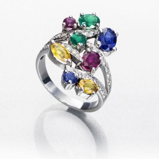 SORTIJA ALEGRÍA: sortija de oro blanco de 18 kilates con diamantes talla brillante y piedras de color (zafiros, rubíes y esmeraldas) de diferentes tallas