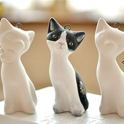 Get your own little ceramic cat pendant painted after your very own cat. Find out how!