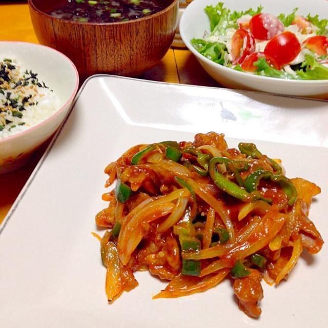 晩御飯はポークチャップ・サラダ・海苔の味噌汁・ワカメご飯 - 35件のもぐもぐ - ポークチャップ by カウンター嬢