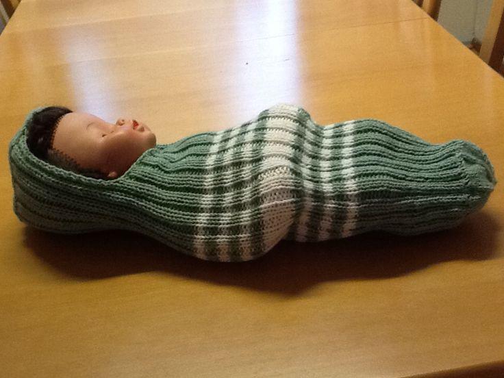 Lapsikuoro KolmeKuutosten ja Marttojen järjestämässä kampanjassa neulomani toukkapussi vastasyntyneille 1/2014.