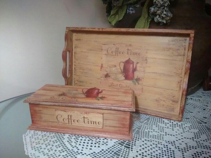 Bandeja y caja para el té.