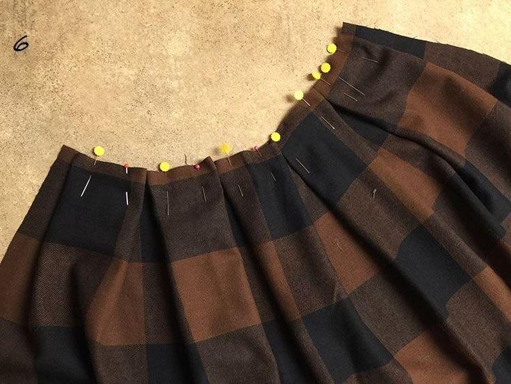 ΦΟΥΣΤΑ ΜΕ ΠΙΕΤΕΣ Το trend του χειμώνα!!! Πιέτες, κουφόπιετες σε μάλλινο ή ότι ύφασμα προτιμάτε!! Μονόχρωμες, φλοραλ, καρρώ μεγάλα, μικρά, πτι καρρώ οι φούστες με πιέτες είναι σχέδιο διαχρονικό και ανάλογα με το ύφασμα γίνεται από καθημερινό ντύσιμο στο γραφείο, μέχρι καλό σετ με μεταξωτή μπλούζα. Ακολουθήστε μας λοιπόν βήμα βήμα να φτιάξουμε όμορφα και...