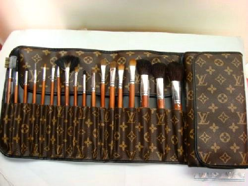 MAC Brush set with LV Case!: Louisvuitton, Louis Vuitton, Brush Set, Makeup Brushes, Beauty, St. Louis, Make Up Brushes
