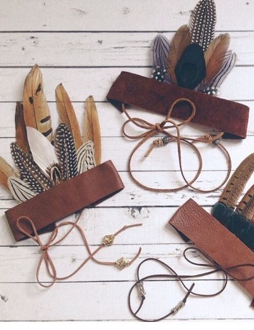 L'idée DIY : Créer des couronnes de plumes pour un déguisement d'indien. - Create feather crowns for an Indian disguise.