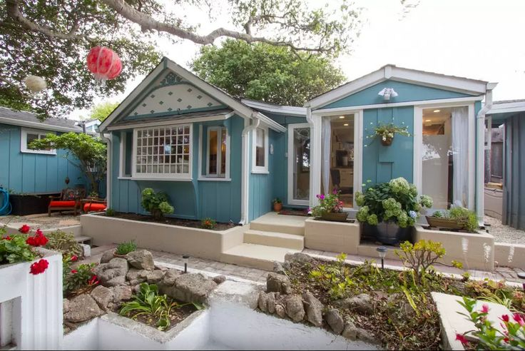 Calling all book worms: This Pacific Grove studio was once owned by author John Steinbeck. Today, the 1920s architecture and masculine yet romantic decor makes it a quirky rental for a pair looking for a romantic getaway. See more at Airbnb »