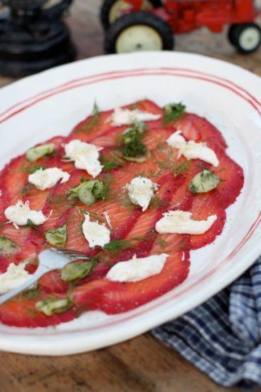 Rödbetsgravad salmon / Small bites ~ Recipes | Leila Lindholm (leila.se)