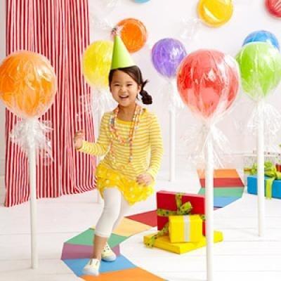 Balloon lollipop decorations = cute!!!.