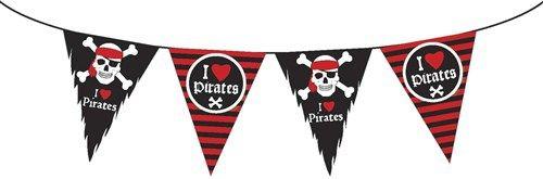 Terug van weg geweest! Piraten vlaglijn met de tekst 'I love Pirates'. Bijzonder aan deze leuke vlaglijn zijn de rafeltjes aan de zwarte vlaggetjes. Die maken dat het een echte gebruikte en een beetje verweerde vlag lijkt. De vlaglijn is 10 meter lang en is gemaakt van plastic. Je kunt hem dus ook buiten gebruiken en hij is vaker bruikbaar dan één keer!