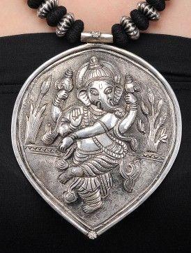 Черное ожерелье Резьба с Lord Ganesha Motif