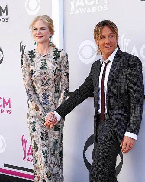 After more than a decade of marriage Nicole Kidman and Keith Urban has been still a lovely couple. And special for Nicole we just can't resist that pretty floral dress of Alexander McQueen she wore at 52nd Academy of Country Music Awards in Las Vegas couple days ago. #NicoleKidman #AlexanderMcQueen #KeithUrban #couple #love #sweetcouple #marieclaireindonesia #marieclaire #ACMAwards #photooftheday  via MARIE CLAIRE INDONESIA MAGAZINE OFFICIAL INSTAGRAM - Celebrity  Fashion  Haute Couture…