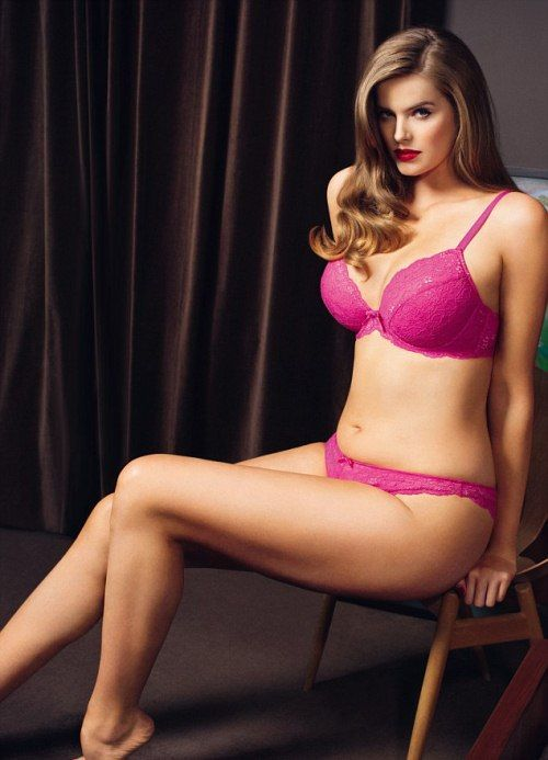 A HEALTHY LIFE: Robyn Lawley poses nude for Women's Health UK ...