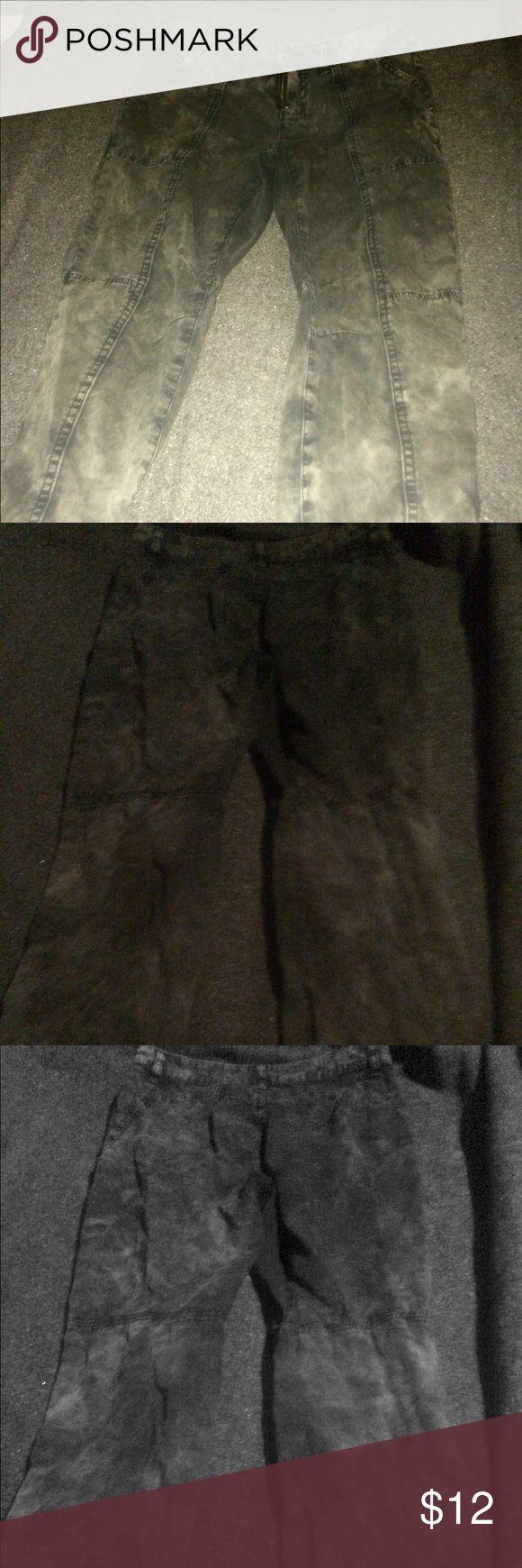 Skinny Black and Grey Camo skinny jeans Brand new without tag. Black and grey camo pants. Skinny jeans. Super cute. Forever 21 Jeans Skinny