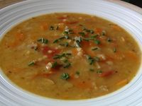 Vydatná rychlá polévka z červené čočky