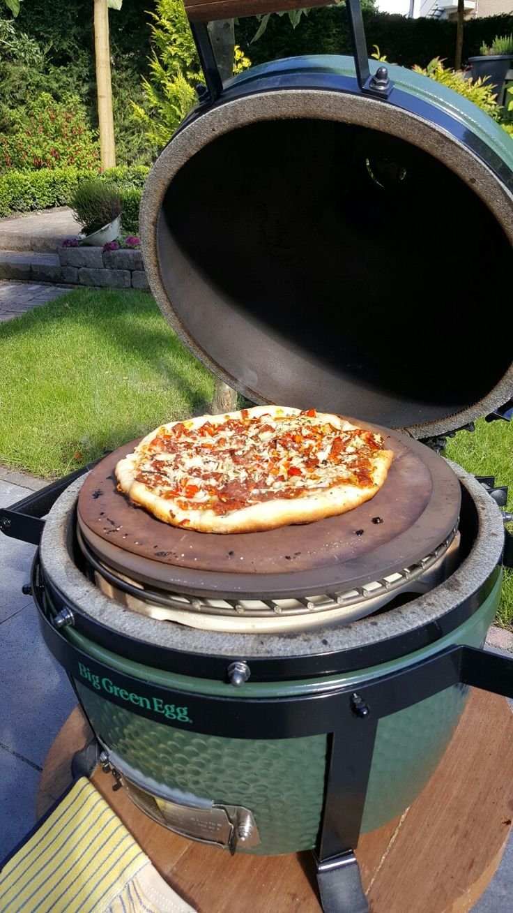 Pizza uit de minimax BIG GREEN EGG