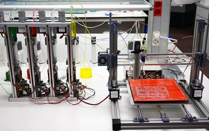 A 3D bioprinter able to create human skin is already being used to help burns patients and carry out skin testing, Alfredo Brisac, CEO of Spanish bioengineering company BioDan, told Radio Sputnik.
