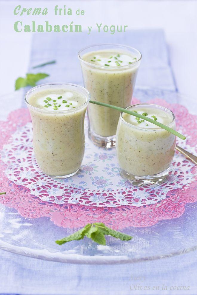 Crema fría de calabacín y yogur.  http://rositaysunyolivasenlacocina.blogspot.com.es/2013/07/crema-fria-de-calabacin-y-yogur.html