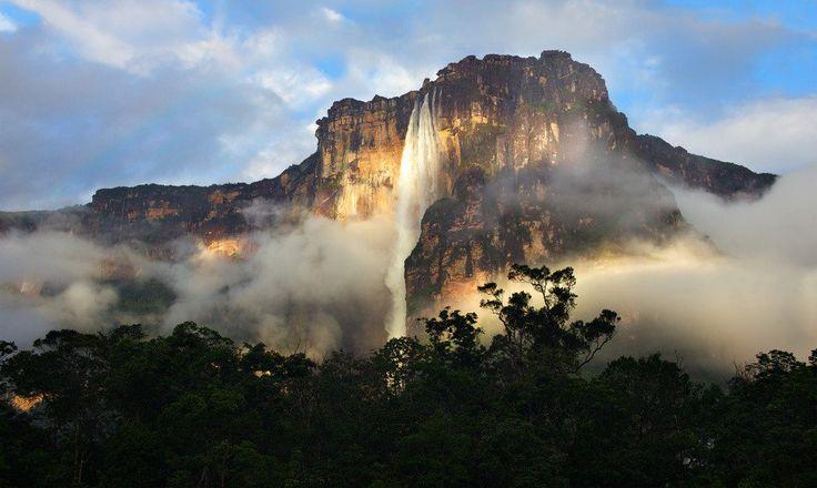 Водопад Анхель в Венесуэле - самый высокий водопад в мире (1054 метра)  #travel #travelgidclub #путешествия #traveling #traveler #beautiful #instatravel #tourism #tourist #туризм #природа #водопад #Венесуэла
