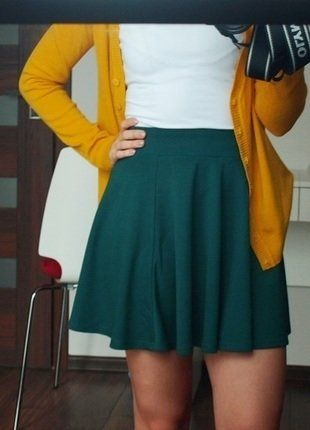 #spódniczka #mini #modna #butelkowazieleń #szmaragdowy #vintedpl http://www.vinted.pl/damska-odziez/spodnice/15115507-spodniczka-z-kola-mini-gleboka-zielen-szmaragdowy