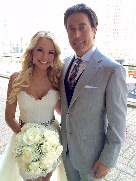 Bachelorette Contestant Ed Swiderski Hands Out a Final Rose – to His New Chicago Bride http://www.people.com/article/former-bachelorette-contestant-ed-swiderski-marries-chicago-TV-anchor