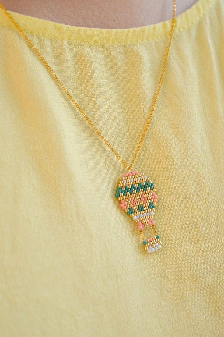 The Camelia - Blog mode, DIY, voyages: DIY - Collier montgolfière en brick stitch Brick stitch necklace