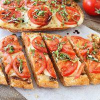 Česnekový chléb Caprese