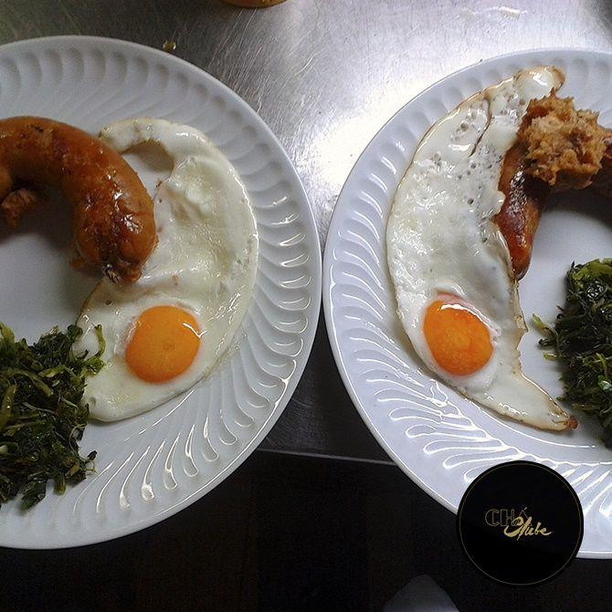 """A melhor alheira portuguesa com ovo estrelado. Best Portuguese """"alheira"""" with fried egg."""
