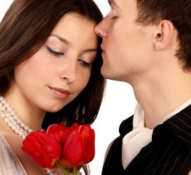 The right way of flirting online  This is one of the reasons why online dating service is becoming extremely popular. More men are trying internet dating as a way of chatting with singles. Internet dating is also making the concept of online flirting popular. But most of us have a very vague idea about flirting.Flirting is not about having multiple relationships. Flirting is a form of art. You need to be subtle and charming for successful flirting on internet dating sites.