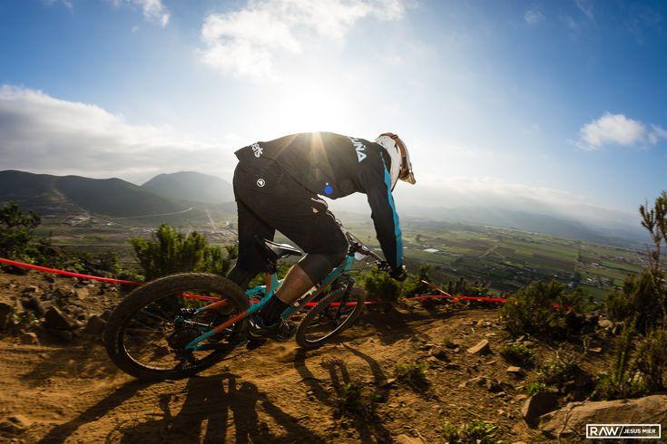 """Mauricio """"Taka"""" Acuña vuelve a brillar en el cerro y se queda con el primer lugar del Montenbaik Enduro La Serena 2017!"""