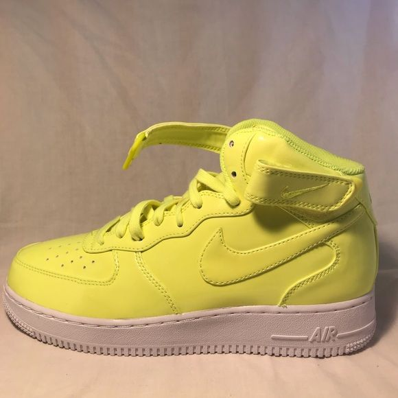 new arrival f2484 f146b Nike Air Force 1 Mid LV8 07' - Size 8.5 Nike Air Force 1 Mid 07 LV8 UV  Volt/ White patent leather Size 8.5 Brand new! Very nice shoes, 100%  Authentic.