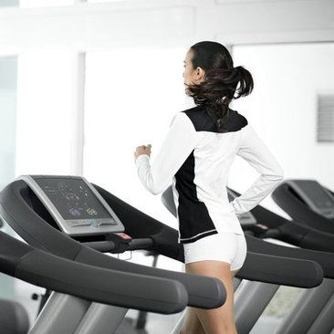 """Torch almost 400 calories in 32 minutes: Run at speed 7 for one minute, walk on 15 incline speed 4 for 3 minutes. Repeat 8 times. Also will keep your body burning fat long after you've finished working out. Intervals are actually better than running for a straight period of time!"""""""