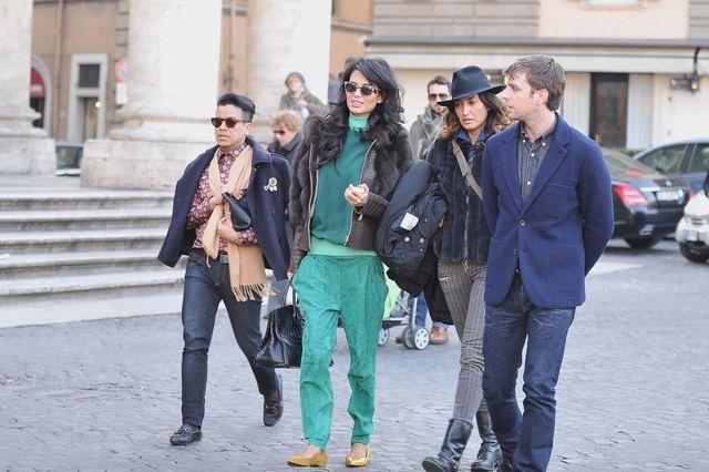 Image from http://cdn1.stbm.it/invidia/gallery/foto_gallery/vip/goga-ashkenazi-fiamma-lapo-elkann/goga-ashkenazi-passeggia-per-la-capitale.jpeg?-3600.