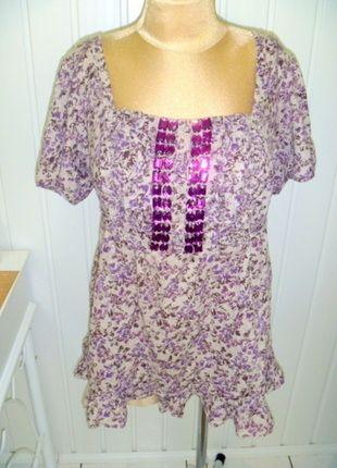 Kup mój przedmiot na #vintedpl http://www.vinted.pl/damska-odziez/bluzki-z-krotkimi-rekawami/13638559-bezowa-bluzka-w-fioletowe-kwiaty-z-krysztalami