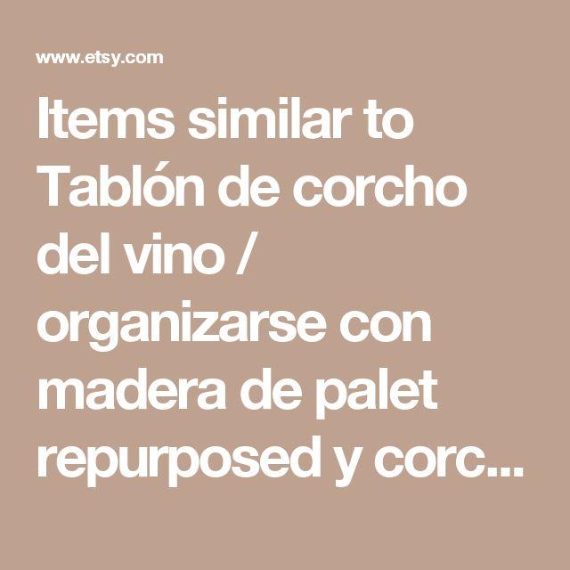 Items similar to Tablón de corcho del vino / organizarse con madera de palet repurposed y corchos de vino on Etsy