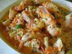 Сочная куриная грудка в сметанном соусе с овощами