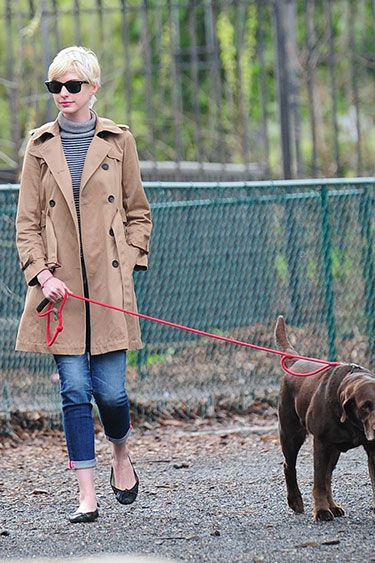 In the Trenches: Celebrity Trench Coats Through the Years - Anne Hathaway, 2013