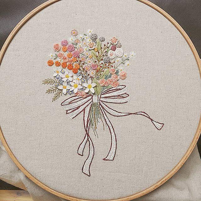 #꽃다발 #금오산산책길 #자수나무 #embroidery#구미프랑스자수 #창작도안 입니다. #도용 하지 마요~