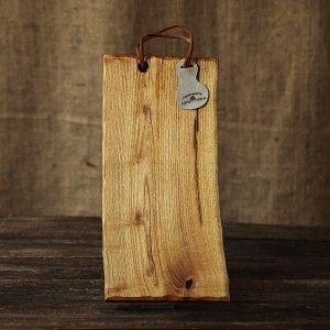 Tocător pentru bucătărie - platou de servire a branzeturilor, aperitivelor sau a pestelui. Unicate realizate din lemn solid, handmade - creatii Loved Things Studio. Accesorii minunate pentru bucataria ta.