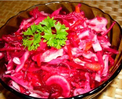 Салат из квашенной капусты и ананаса