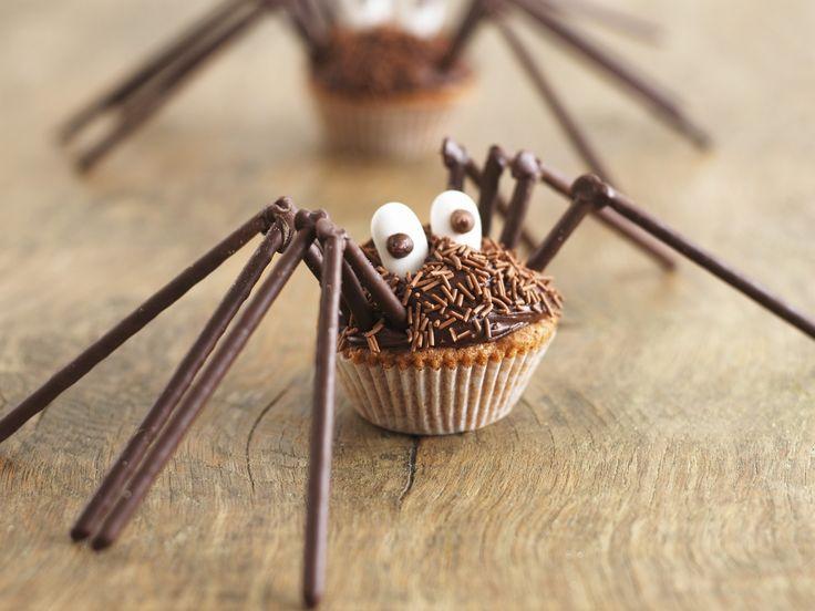 Spinnen-Muffins für Halloween - Zeit: 1 Std.   eatsmarter.de