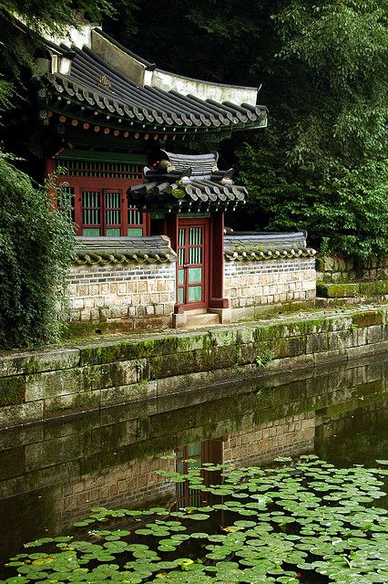 Deoksugung Palace, in Seoul, South Korea Someday I will visit S. Korea