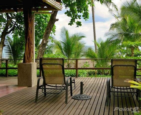 Commerces/bureaux à vendre B&B Right on the Beach Jacó, Puntarenas, Costa Rica with