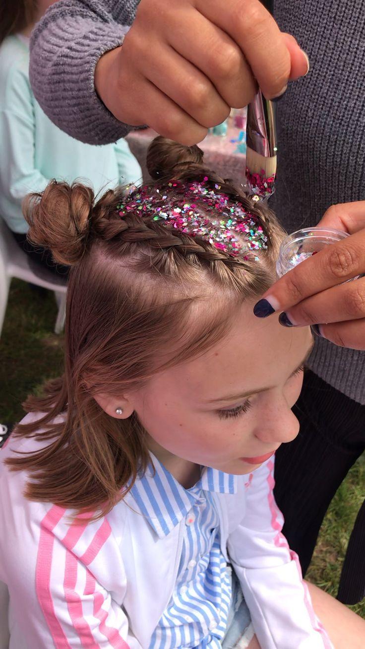 Glitter Space Buns In 2020 Verruckte Frisuren Frisuren Festival Haar