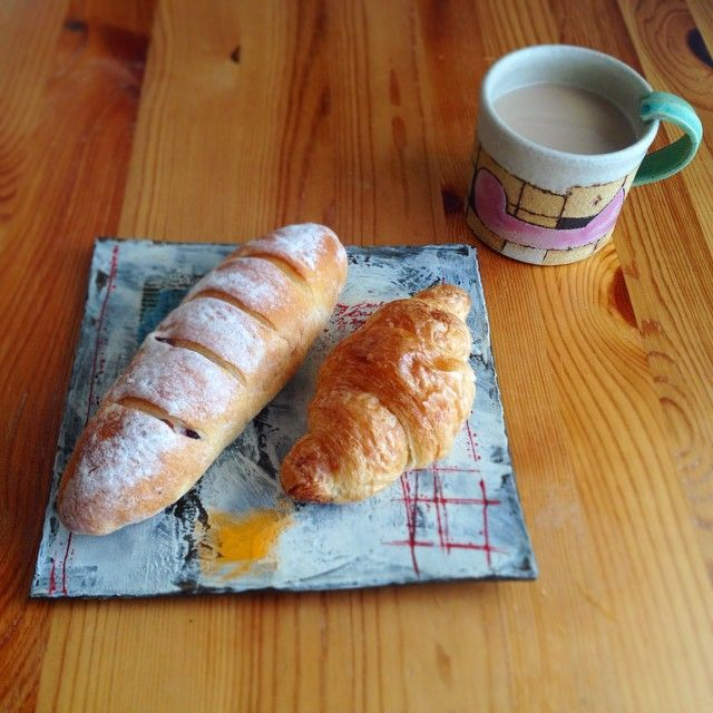 Instagram media by smile_kazumi - おはようございます♪ 朝ごはんは ご近所のパン屋さんのパンでー♪ 今日も1日お仕事がんばろーっ!