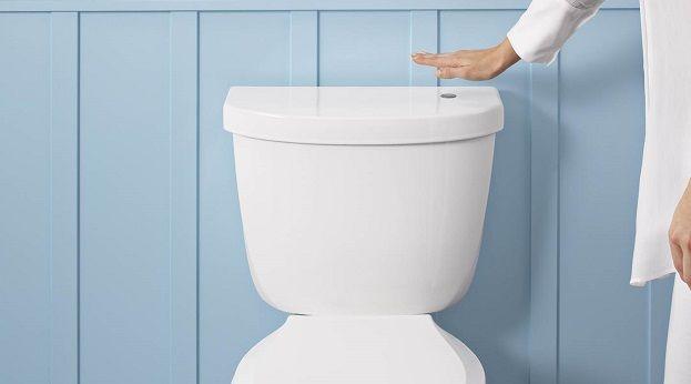 Spoel je toilet door zonder het aan te raken